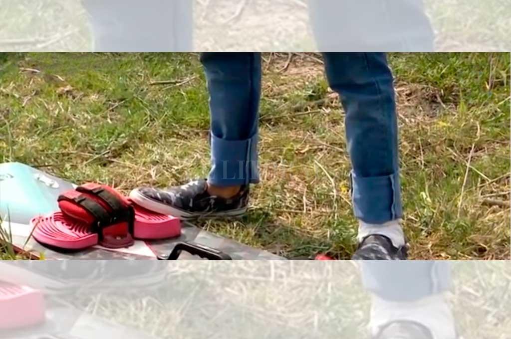 El deportista mostró en la TV de Rosario cómo le quedó el pie, después de ser mordido por palometas <strong>Foto:</strong> Captura de pantalla