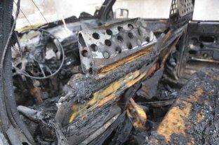 Dos autos quemados en la madrugada del jueves