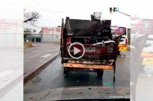 Video: un auto que no resiste una revisión técnica