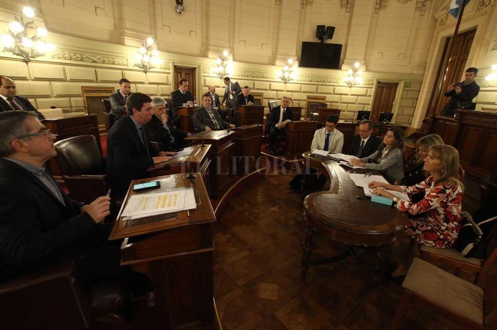La reunión entre representantes de los tres poderes se desarrolló en el recinto del Senado. Guillermo Di Salvatore