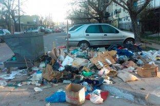 Vecinos preocupados e indignados por basura en la calle
