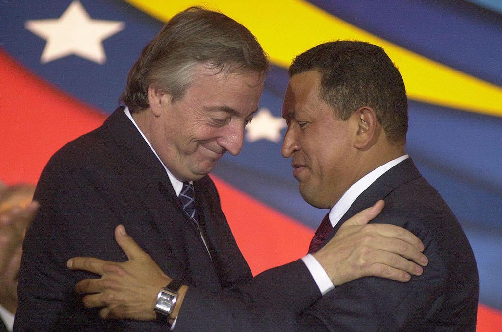 La compra de bonos argentinos no fue la única relación financiera entre Néstor y Chavez. En el 2004 se había creado un fideicomiso argentino-venezolano para el intercambio de fuel oil por productos industriales en el banco suizo UBS. Crédito: Internet