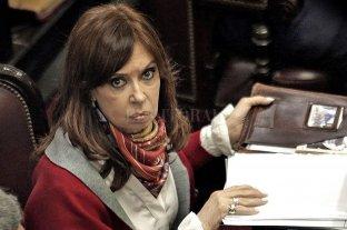 "Procesan a Cristina Fernández por considerarla ""jefa de una asociación ilícita"" que recaudaba coimas"
