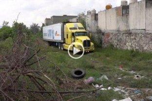 Quejas de vecinos por un camión que deambula con 157 cuerpos porque no hay espacio en la morgue -