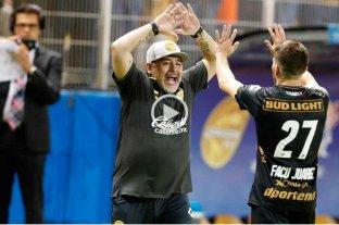 Maradona debutó ganando en el fútbol de México -  -