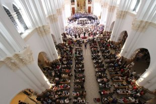 La Sinfónica y el Coro, en la Basílica  - El Coro y la Sinfónica, durante un concierto realizado en la Basílica en octubre del año pasado. -