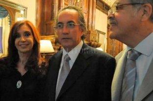 Detuvieron a Oscar Thomas, el último prófugo por las causas de los cuadernos de las coimas - Thomas, junto a Cristina Kirchner y Julio De Vido. El ex director de Yaciretá fue detenido este martes -