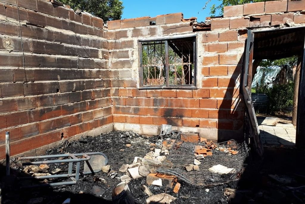 Dos casas quemadas... dos familias en la calle