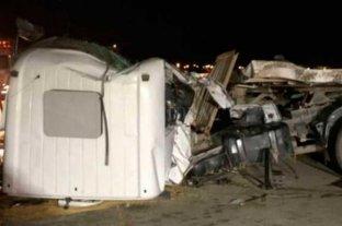 Dos camiones chocaron en la autopista Códoba - Rosario -  -