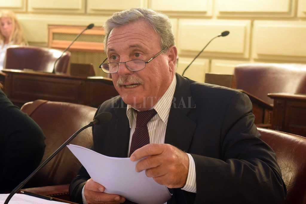 Mario Lacava en su banca de diputado provincial. Crédito: Archivo El Litoral