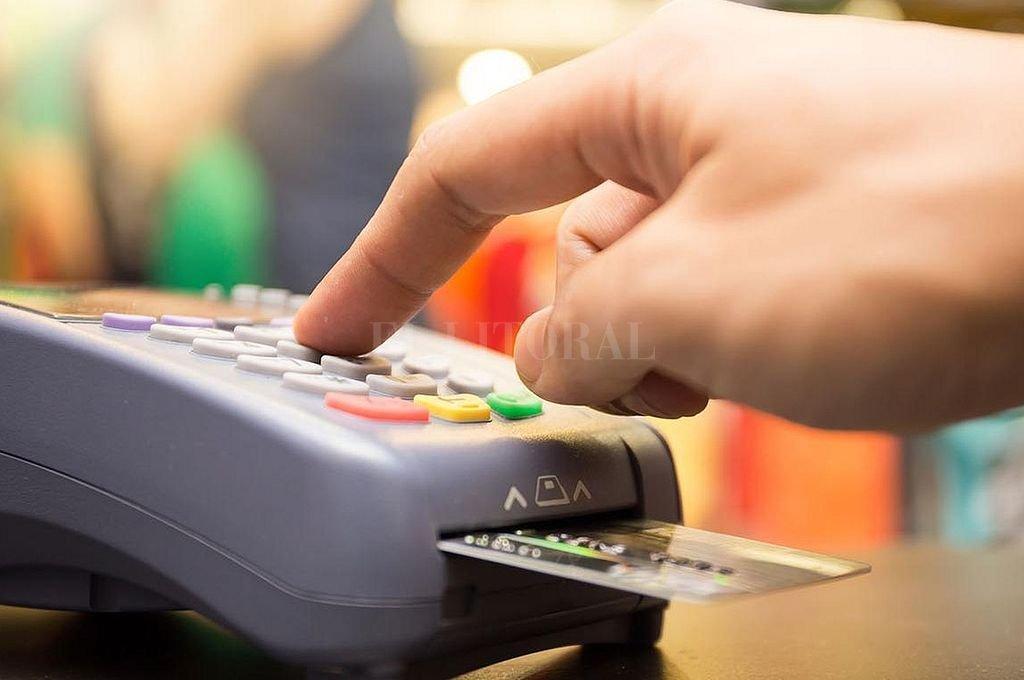 Imputaron a una pareja por cometer estafas con tarjetas de débito y crédito