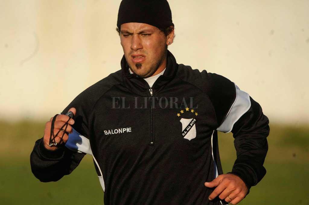 "El ""ogro"" Fabbiani vuelve al fútbol argentino"