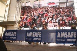 Congreso Pedagógico de Amsafe - José Testoni (secretario adjunto de Amsafe) y Sonia Alesso (titular de Amsafe y Ctera), en la apertura del Congreso. -