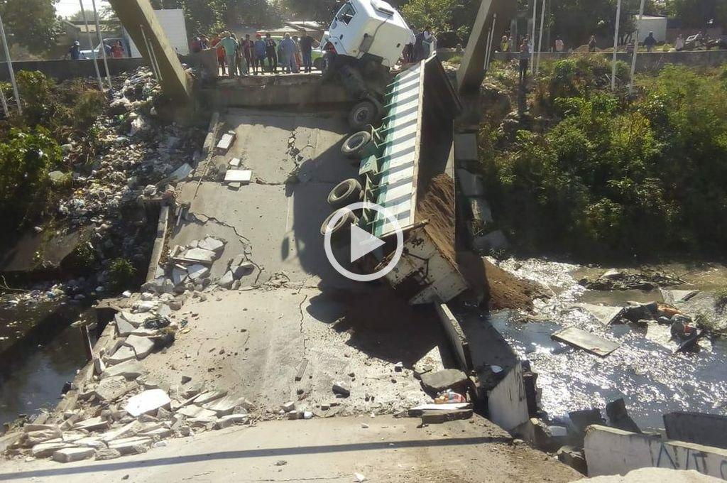 Tucumán: se desplomó un puente y un camión quedó atrapado
