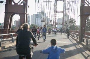 Este sábado hay que dejar el auto en la cochera - Cambio. Por un día, el Puente Colgante será para las bicicletas, como lo proponen los miembros de las organizaciones de ciclistas.