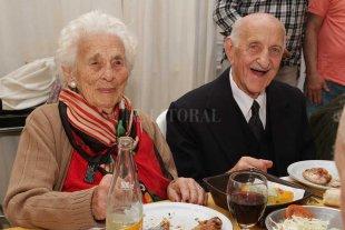 Un santafesino cumplió cien años e igualó la edad de su esposa - AHORA LE TOCÓ A ÉL. El 15 de septiembre, Ricardo Gioielli cumplió  cien años de vida. Lo celebró con una fiesta en el club El Quillá. -