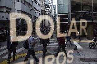 """El gobierno estudia aplicar una """"flotación controlada"""" para estabilizar el precio del dólar"""