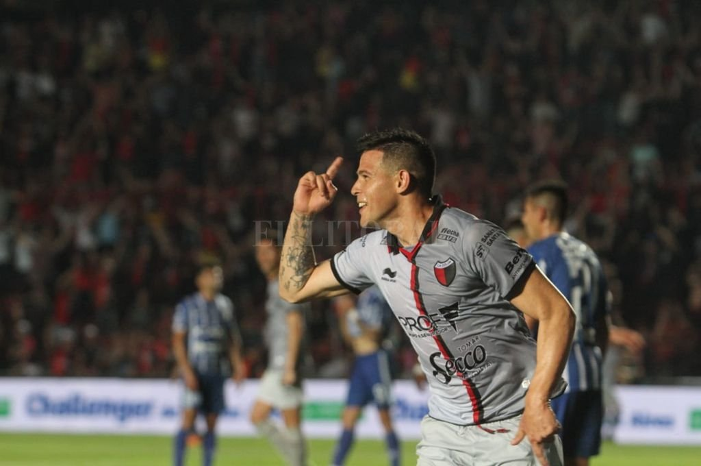 Colón goleó a Godoy Cruz y logró su primer triunfo en el torneo -  -