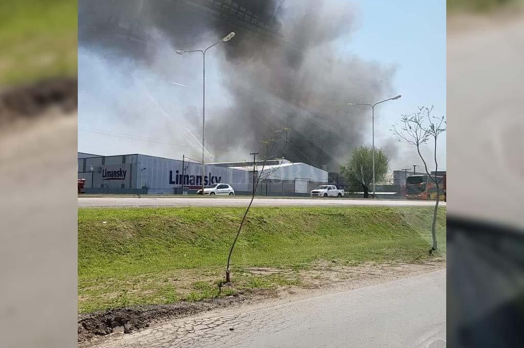 Rafaela: incendio en una fábrica de colchones