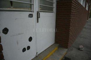 Rosario: balearon una escuela y una capilla donde el cura había denunciado a narcos -  -