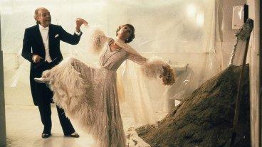 """Películas en movimiento - Marcello Mastroianni y Giulietta Masina emulan a Fred Astaire y Ginger Rogers en la nostálgica """"Ginger y Fred"""" dirigida a mediados de los 80 por Federico Fellini.  -"""