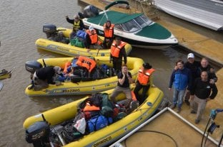 Expedicionarios navegan por el Paraná hasta el Amazonas - Los nueve expedicionarios dejaron atrás Paraná y navegan río arriba para cumplir el desafío de llegar al Amazonas.
