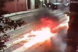 Encapuchados atacaron con bombas molotov un edificio de Gendarmería