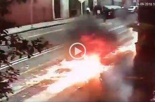 Encapuchados atacaron con bombas molotov un edificio de Gendarmería -  -