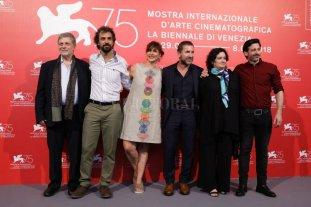 Una película sobre la epopeya de resistir - Vanessa Ragone (segunda de derecha a izquierda) junto al director, los actores y los productores de la película durante la presentación en Venecia del film que se estrenará en la Argentina el próximo 27 de septiembre. -