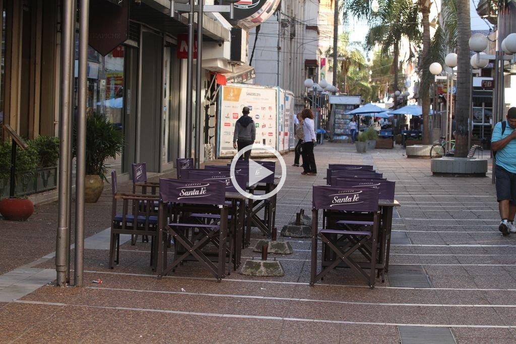 A pesar del paro, la mayoría de los comercios de la peatonal abrió sus puertas