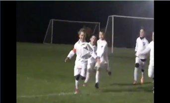 Goleadora y capitana: La niña que juega para un equipo de varones de Nacional de Uruguay -  -