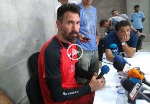 No hay pistas de los 11 - Eduardo Domínguez en la sala de conferencias del estadio Romelio Martínez, donde Colón hizo su último trabajo antes del gran partido de esta noche en el Metropolitano que lleva el nombre de uno de los grandes jugadores que tuvo Junior en su historia: Roberto Meléndez. -