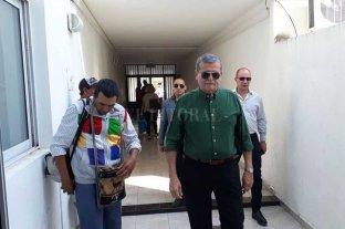 Dictaron la prisión domiciliaria para  Zancada por la causa del Unimog  - Pablo Zancada y Roberto Fumo a la salida de los tribunales provinciales de Reconquista. -