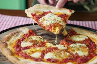 Cocinero fue procesado por escupir la pizza de un cliente  -  -