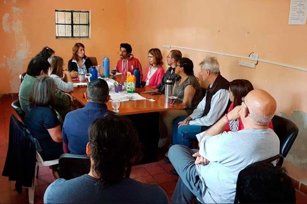Una de las reuniones que se realizaron en el Concejo de Rincón para analizar el proyecto. Crédito: Gentileza
