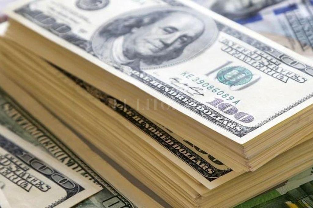 El dólar comenzó la semana con un alza de 19 centavos