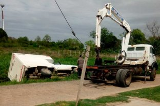 Un camión cayó a un zanjón en Santo Tomé