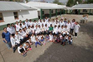 """El Litoral visitó la escuela rural """"Salvador Caputto"""" de El Sombrerito"""