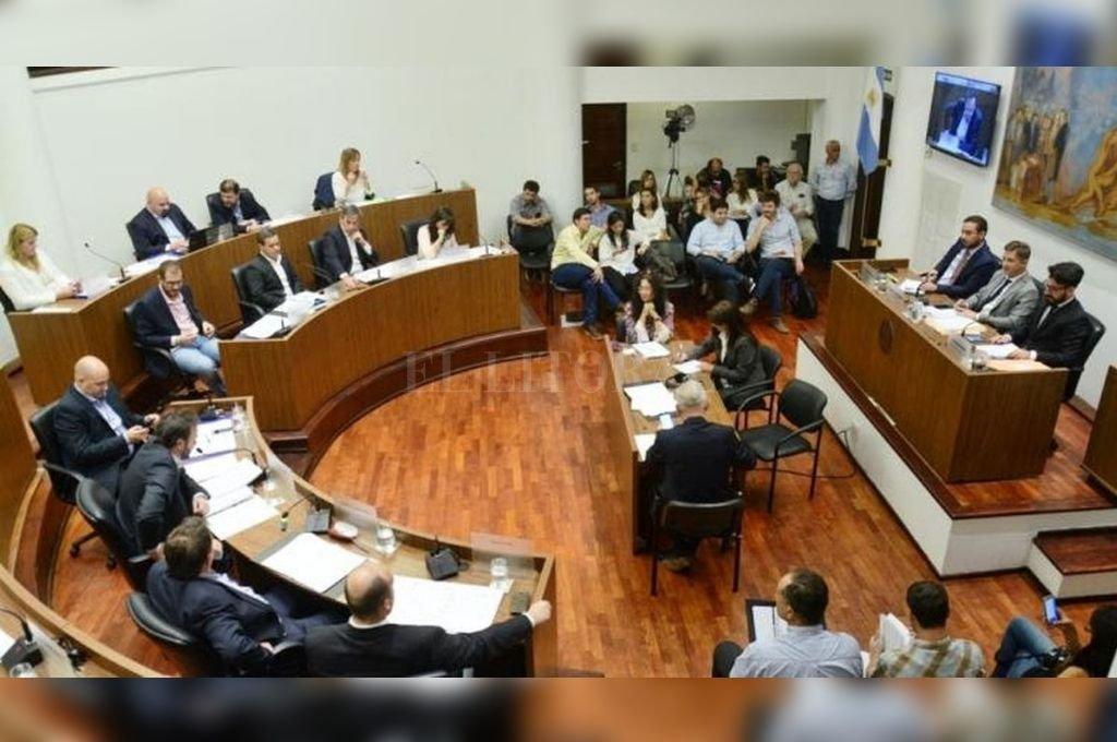 El debate sobre la autonomía municipal ocupó un extenso cruce de posiciones en el Concejo. El tema seguirá discutiéndose en la próxima sesión. Crédito: Prensa Presidencia Concejo