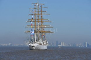 La Fragata Libertad vuelve a Mar del Plata para tareas de reparación -  -