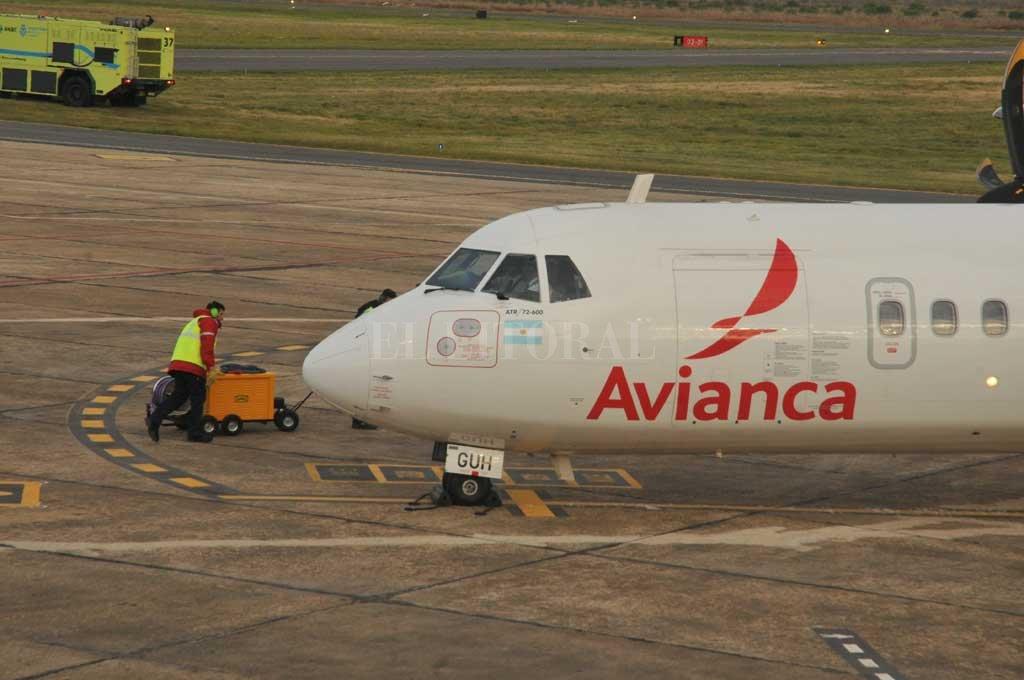 Desde junio, en el aeropuerto de Sauce Viejo hay cuatro vuelos a Buenos Aires. Dos de Avianca y dos de Aerolíneas Argentinas.  Crédito: Guillermo Di Salvatore