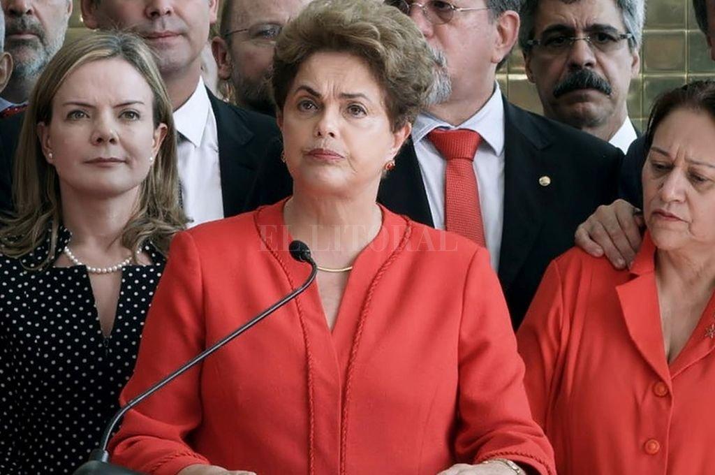 El recorrido de Rousseff en los últimos dos años, de todas formas, no fue nada fácil. Cuando el 31 de agosto de 2016 el Senado la destituyó de la presidencia, no fueron pocos los que pensaron que su carrera política estaba acabada. Crédito: Internet