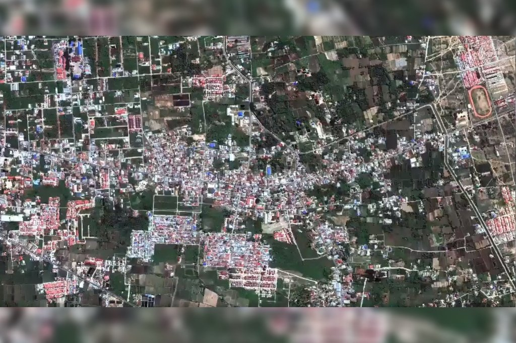 El barrio antes que la tierra se vuelva fangosa y se trague unas mil casas. Crédito: Captura digital