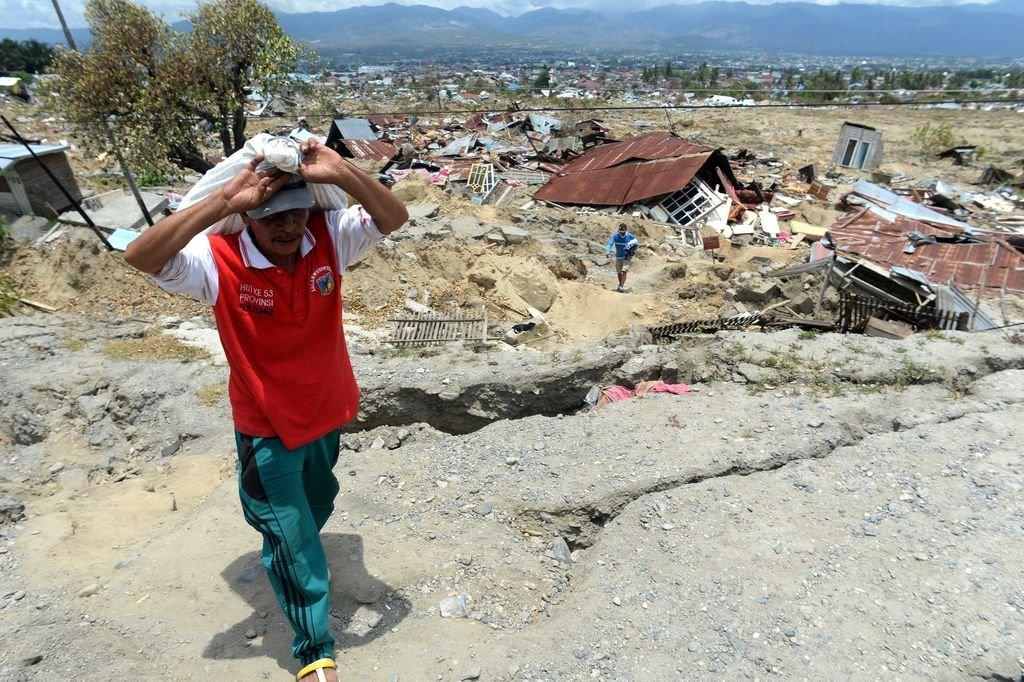 Entre los escombros... Crédito: dpa