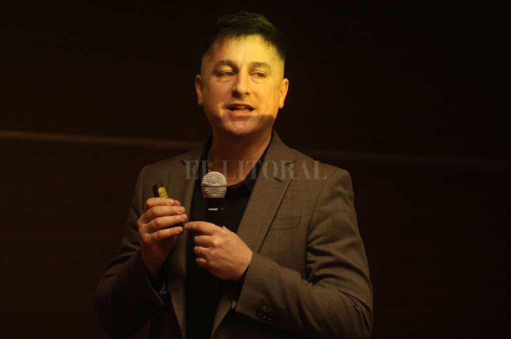 Expositor. Morales es director de AHA! (Ideas + Personas). El consultor en neurociencias aplicadas a creatividad, innovación y liderazgo brindó dos charlas en Santa Fe. Crédito: Guillermo Di Salvatore.