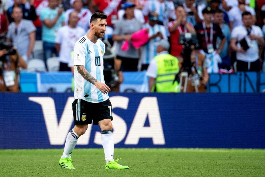 La última vez. Lionel Messi y su frustración tras la eliminación ante Francia en Rusia 2018. Desde ese encuentro, no volvió a vestir la camiseta nacional. <strong>Foto:</strong> Archivo