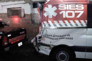 Un camión chocó  a una ambulancia en la autopista Santa Fe - Rosario
