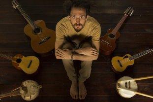 Ciclo de Dúos: Carlos Aguirre y Rodrigo Carazo - Las canciones de Rodrigo Carazo son atravesadas por distintos ritmos y timbres del mundo, con un claro y profundo concepto en sus líricas. -