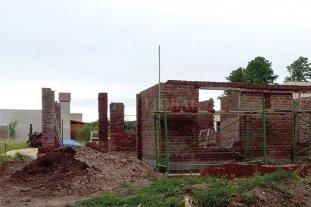 Asistencia de profesionales del Estado para la construcción de viviendas  -  -
