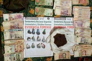 Mujeres narcos detenidas - Gendarmería allanó una vivienda, donde secuestró 123,7 gramos de marihuana fraccionada para la venta. -